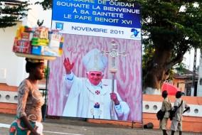 Le 17 mars 2009, dans l'avion qui l'amène en Afrique, Benoît XVI déclare : « Je dirais qu'on ne peut pas vaincre ce problème du sida uniquement avec de l'argent, qui est nécessaire. S'il n'y a pas l'âme, si les Africains ne s'aident pas, on ne peut le résoudre en distribuant des préservatifs. Au contraire, ils augmentent le problème. »