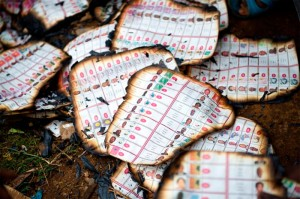 Un convoi de huit véhicules qui transportaient bulletins de votes ont été attaqués par un groupe d'hommes armés dans la capitale de la province du Katanga sur la route de Lubumbashi le 28 novembre 2011. Les bulletins de vote ont été brûlés.