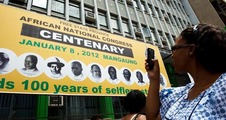 Depuis 1994, l'ANC domine largement la vie politique sud africaine (60-70 % des voix aux différentes élections générales de 1994, 1999, 2004 et 2009)