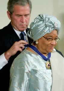 Le 5 novembre 2007, le président des États-Unis Georges W. Bush remet à Ellen Johnson Sirleaf la médaille de la liberté. Elle est décernée à des personnes, américaines ou non, qui ont fourni « une contribution particulièrement méritoire pour la sécurité ou les intérêts nationaux des États-Unis, un monde de paix, ou des efforts remarquables dans le domaine culturel ou autres, public ou privé. »