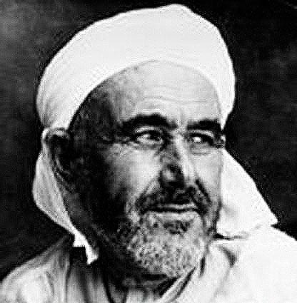 Abdelkrim proclame en 1922 la République confédérée des Tribus du Rif, un embryon d'État berbère. Cette république eut un impact crucial sur l'opinion internationale, car ce fut la première république issue d'une guerre de décolonisation au XXe siècle.