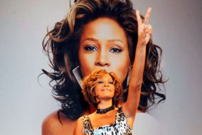 Whitney Houston a été l'une des artistes de musique les plus vendues au monde, avec plus de 200 millions d'albums vendus, malgré le peu d'albums sortis.