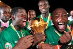 L'équipe de Zambie de football a terminée 1re de son groupe devant la Guinée-Équatoriale, la Libye et le Sénégal. Lors des 3 matchs du groupe A, la Zambie a fait 2 victoires et 1 nul. Ils ont battu le Sénégal lors du 1er match : 1-2, ensuite ils ont partagé les points avec la Libye 2-2, et pour finir ils ont battu la Guinée-Équatoriale 0-1. Lors des quarts de finale, ils ont éliminé le Soudan 3-0. Lors des demi-finales, la Zambie a créé l'exploit d'éliminer le Ghana 1-0. Ils ont battu en finale la Côte d'Ivoire pour gagner la CAN, aux tirs au but (8 tab 7). Au terme de cette 28ème édition de la coupe d'Afrique le capitaine Christopher Katongo termine meilleur joueur de la compétition ainsi que co-meilleur buteur avec Mayuka pour la Zambie.