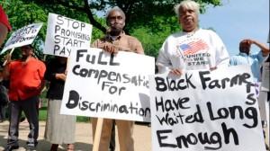 Rassemblement en janvier 2012 contre le Règlement de 1.2 milliard de dollars. Les manifestants désapprouvent la disposition qui exige que ceux qui demandent une réparation doivent renoncer à leur droit de faire appel