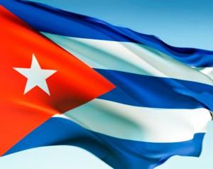 Le drapeau cubain est deux fois plus long que large. L'étoile blanche se nomme La Estrella Solitaria (« l'Étoile solitaire ») et s'identifie à la liberté chèrement acquise, le triangle est la représentation maçonnique de l'égalité et sa couleur rouge le sang versé lors des combats d'indépendance. Les bandes bleues représentent les ex-départements qui contrôlaient l'île et les blanches symbolisent la paix. Le drapeau cubain est adopté le 20 mai 1902, lorsque la République cubaine est instaurée, après que Cuba fut devenue indépendante de l'Espagne en 1898