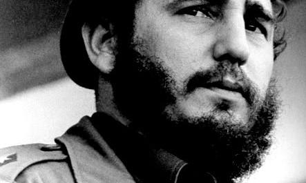 Fidel Castro, son frère le lieutenant Raúl Castro et le docteur Ernesto Guevara (dit « le Che ») ont donné à la révolution, officiellement nationaliste au départ, une orientation « marxiste-léniniste » au début des années 1960