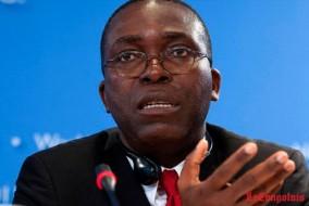 Augustin Matata Ponyo Mapon, né le 5 juin 1964 à Kindu, est un homme politique kino-congolais, spécialiste en politiques monétaires et budgétaires. Le 18 avril 2012, il est nommé Premier ministre de la République démocratique du Congo, et doit former un gouvernement
