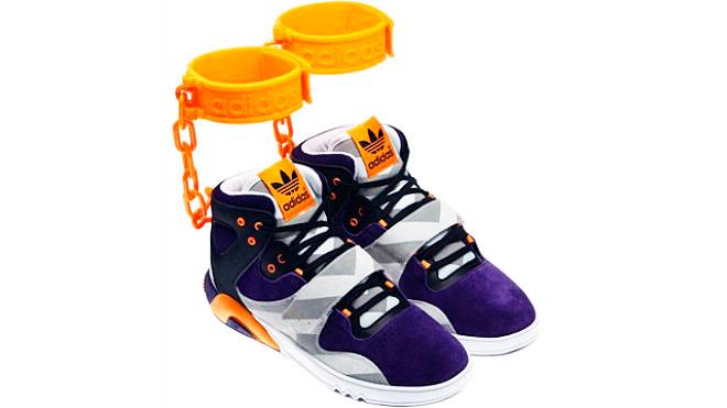 Après avoir dévoilé le « JS Roundhouse Mids » sur sa page Facebook le 14 juin 2012, Adidas a dû renoncer à sa mise en marché, suite à de trop nombreuses critiques.
