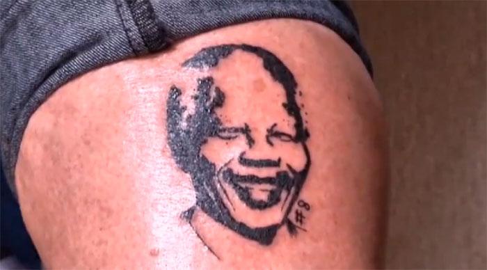 Un salon de tatouage à Pretoria à tenter de rendre cette journée encore plus mémorable en tatouant 67 de leurs clients d'une image permanente de l'ancien président sud-africain Nelson Mandela.