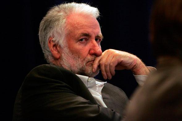 Loïk Le Floch-Prigent est condamné en appel le 29 janvier 2003 à 30 mois de prison ferme et deux millions de francs d'amende dans l'affaire Dumont, concernant des détournements de fonds puis condamné par trois fois notamment pour abus de biens sociaux.
