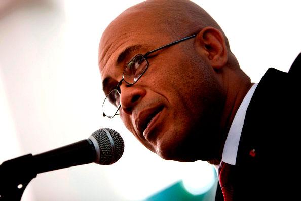 L'actuel président Haitien, Michel Martelly, semble donner la priorité à la mise en scène par rapport à l'art de gouverner, et les symboles sur le fond.