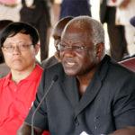 Depuis son arrivée au pouvoir en 2007, M. Koroma a démis plusieurs ministres du gouvernement liés à la corruption, y compris deux de ses ministres mis en accusation pour corruption par la Commission anticorruption de la Sierra Leone.