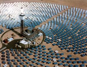 Les plus grandes centrales solaires photovoltaïques au monde sont fin 2011 ; celles de Montalto di Castro en Italie, d'une puissance de 84 MW, la centrale allemande de Finsterwalde, 81 MW, opérationnelle depuis fin 2010 et finalement celle de Sarnia au Canada de 80 MW