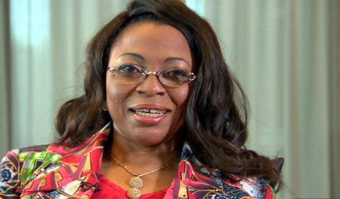 Folorunsho Alakija est la fille d'un riche Nigérian qui avait 8 femmes et 52 enfants. Elle est maintenant la 4e plus riche personne Noire de la planète derrière les Nigérians Mike Adenuga et Aliko Dangote (4.3 milliards $, 11.2 milliards $) et l'Éthiopien Mohammed Al Amoudi (12.5 milliards $)