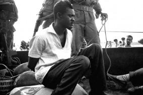 Le 30 juin 1960, lors de la cérémonie d'accession à l'indépendance du Congo, Patrice Émery Lumumba prononce un discours virulent dénonçant les abus de la politique coloniale belge depuis 1885. Le premier héros national est supprimé le 17 janvier 1961 à l'âge de 35 ans.
