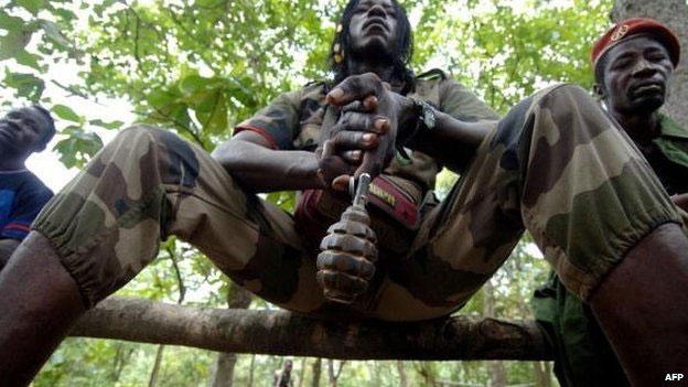 Selon Human Rights Watch (HRW), en République centrafricaine, un pays à 75 % chrétien et 15 % musulmans, des centaines de civils ont été tués, plus de 10 000 habitations ont été incendiées et environ 212 000 personnes ont fui leur foyer pour vivre dans des conditions désespérées dans la brousse profonde