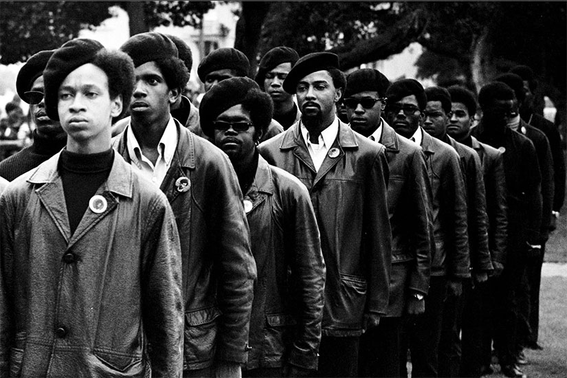 De qui le groupe militant The Black Panther Party s'inspirera-t-il pour leur devise: