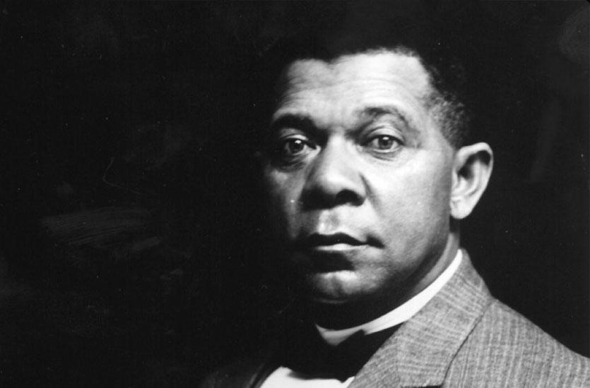 D'où provient le nom de Washington du militant, enseignant, écrivain marquant des droits des Américains noirs, Booker T. (Taliaferro) Washington