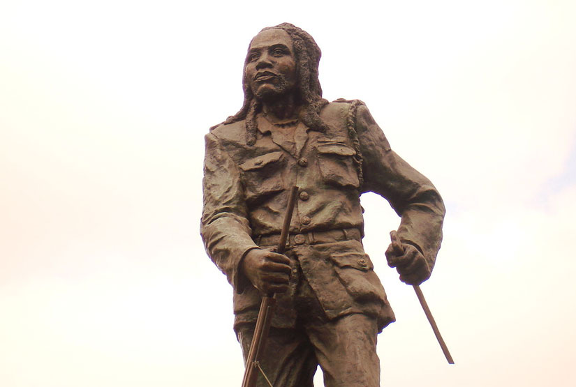 Qui mène la révolte des Mau Mau qui allait accélérer le mouvement d'indépendance au Kenya?
