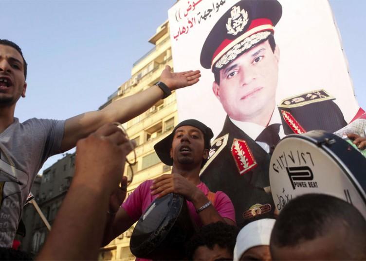 La situation sécuritaire fragile ne fait que nourrir le besoin d'un bon nombre d'Égyptiens d'un homme fort qui peut rétablir la stabilité. Aux élections prévues à la fin du mois d'avril, al-Sissi balayera probablement le vote, compte tenu de sa popularité parmi un secteur important de la population, le manque d'alternatives, son appui quasi universel dans les médias égyptiens et une atmosphère qui envahit le pays où les critiques sont étouffés.