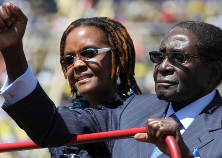 Robert et Grace Mugabe. Grace Mugabe (48 ans) est la Première femme du Zimbabwe depuis 1996.