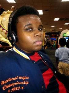 Michael Brown 18 ans, tué en plein jour par un policier le 9 août 2014 alors qu'il n'était pas armé. Le policier a fait feu à plusieurs reprises.