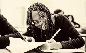 La promotion d'un développement social et économique durable, la lutte contre la pauvreté et l'avènement de la démocratie dépendent de l'engagement des femmes et des hommes à transformer la société. C'est dire l'importance et l'enjeu de l'éducation des femmes dans tous les domaines.