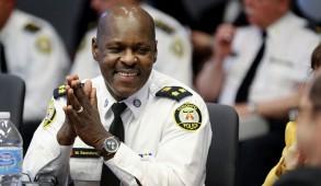 Mark Saunders est le premier Noir à diriger le service de police de Toronto et aurait devancé pour le poste, Peter Sloly, un Jamaïcain né à Kingston.