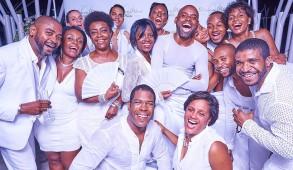 Essentiellement, le Dîner en Blanc® encourage l'amitié, l'élégance et la galanterie. Les Haïtiens et les amoureux d'Haïti embrassent ces valeurs faisant ainsi de cette soirée un véritable succès.