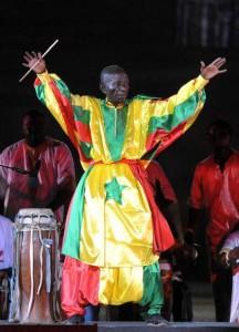 En Afrique la percussion est sacrée et Doudou N'Diaye Rose, de son vrai nom Mamadou N'diaye, était certainement un gardien de ce temple mystique