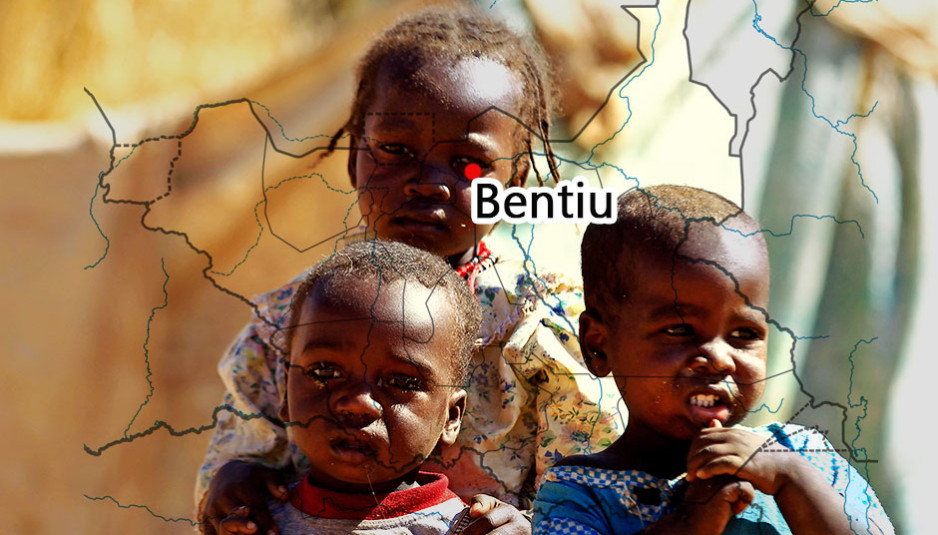 L'économie du Soudan du Sud, indépendant du Soudan depuis le 9 juillet 2011, est l'une des plus faibles et des plus sous-développées au monde, avec peu d'infrastructures existantes et le plus haut taux de mortalité et d'analphabétisme des femmes dans le monde en 2011