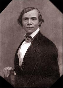 La survie et le succès des réfugiés Noirs qui ont fui au Canada-Ouest à la suite de la Fugitive Slave Law, une loi statuant sur les modalités de capture des esclaves évadés et de leur retour à leur propriétaire, dépendait souvent de l'ingéniosité des leaders noirs. L'ex-esclave Henry Bibb, un éminent abolitionniste Noir, était un inébranlable leader du mouvement pour aider les fugitifs canadiens.