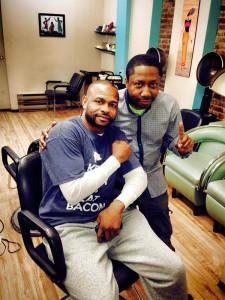 Un des coiffeurs le plus réputés à Montréal, Réhul de Réhul Design, participait à la campagne Barbiers contre le cancer. Sur la photo Réhul et le boxeur Roy Jones Jr