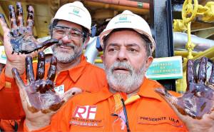 Le 27 octobre 2002, Lula est élu président à l'élection présidentielle. Il est accusé d'avoir utilisé des fonds publics pour financer une campagne de promotion politique en 2004. En 2014, une enquête de la Police Fédérale du Brésil révèle l'existence d'une opération de blanchiment d'argent équivalant à plus de 3 milliards de USD au bénéfice de partis ou de représentants des partis de la coalition au pouvoir
