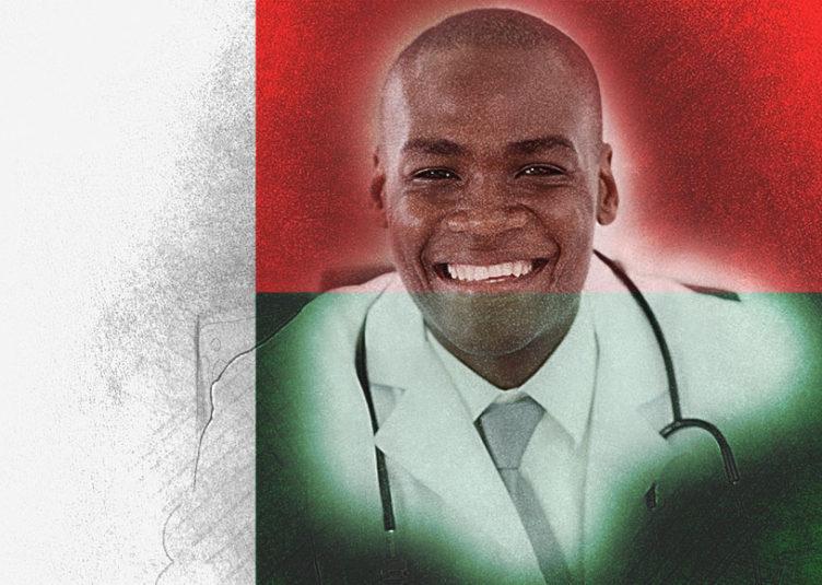 Depuis 20 ans, Médecins du Monde organise la venue d'une équipe chirurgicale de la Réunion pour travailler avec les équipes malgaches de Antananarivo sur les opérations de chirurgie cardiaque infantile. L'association équipe le nouveau bloc opératoire de l'Hôpital CENHOSOA afin de l'adapter à ce type d'interventions et forme les praticiens malgaches pour qu'à l'avenir ils puissent opérer seuls. Médecins du Monde prend également en charge le transfert des patients nécessitant une opération à cœur ouvert vers La Réunion ou la métropole.