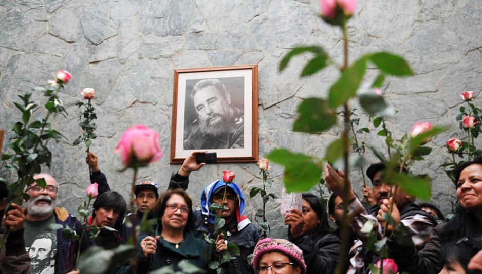 Malgré les efforts soutenus des États-Unis pour renverser le régime de Castro et le système lui-même, avec l'aide d'exilés cubains fanatiques sujets au terrorisme et au sabotage, cette paranoïa d'État n'est peut-être pas sans fondement. À tout prix il fallait empêcher un autre état de prendre ce virage qui ridiculise l'idée qu'il faut absolument jouer les subordonnées dans ses relations avec les États-Unis. En 1960, Lester D. Mallory, alors sous-secrétaire d'État assistant aux Affaires interaméricaines des États-Unis, écrivit dans un mémorandum que la seule façon de renverser Castro était de provoquer « la faim et le désespoir » parmi les Cubains, afin de les pousser à « renverser le gouvernement », soutenu par « la majorité des Cubains ». Il déclare que, dans cet objectif, le gouvernement américain doit utiliser « tous les moyens possibles pour miner la vie économique de Cuba » Les pertes occasionnées par l'embargo à l'économie cubaine s'élevaient en 2014 à plus de 116 milliards de dollars.