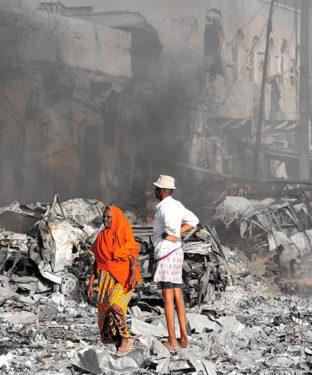 Les explosions sont décrites comme les attaques les plus meurtrières en Somalie depuis le début de l'insurrection terroriste en Somalie en 2007.