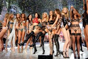 Le Victoria's Secret Fashion Show 2017 a eu lieu le 20 novembre à Shanghai en Chine, au Mercedes-Benz Arena puis télédiffusé le 28 novembre. C'est le premier défilé de mode de la marque de lingerie américaine organisé en Asie.