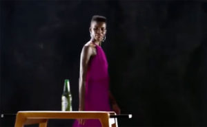 Écran de l'annonce publicitaire de Heineken : « Sometimes lighter is better ».