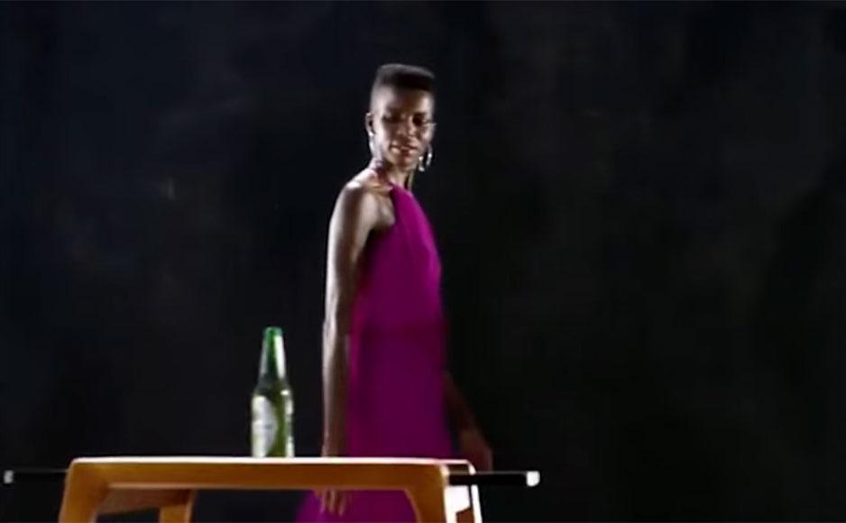 Écran de l'annonce publicitaire de Heineken : « Sometimes lighter is better ».