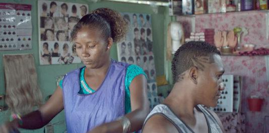 Au Mexique, les communautés afros ne représentent que 1% de la population totale (1.4 M). Ils n'ont jamais été reconnus comme un groupe ethnique, une nation ou une culture, subissant une discrimination en tant que groupe exclu. LA NEGRADA est le premier film de fiction mexicain entièrement tourné dans l'une de ces communautés noires, avec des populations locales, sans acteurs professionnels. Un effort pour leur donner la parole et les rendre visibles.