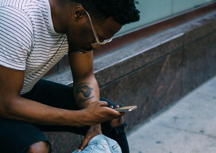 La possession d'un smartphone augmente dans la plupart des pays en développement, y compris en Afrique subsaharienne. Par exemple, 34 % des adultes sénégalais déclarent maintenant posséder un smartphone, contre 13% à peine en 2013